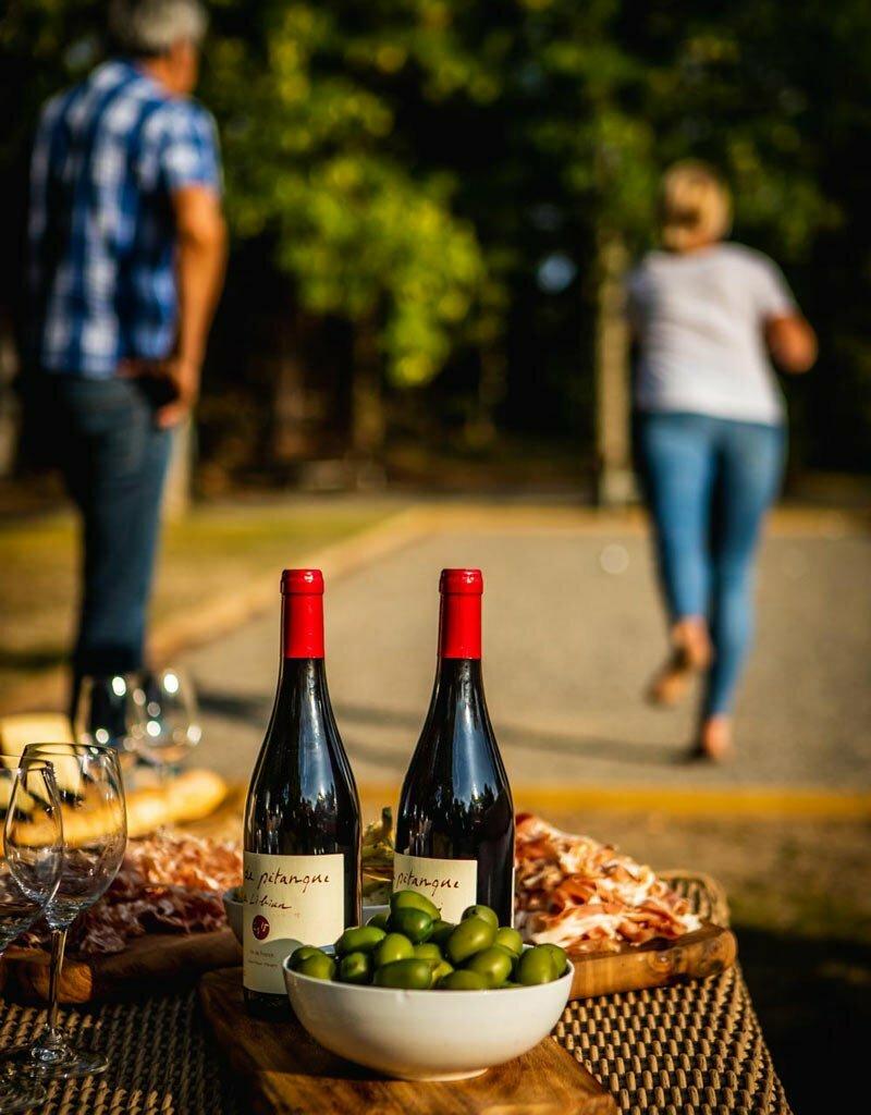 Vin, mogna ostar och ett parti boule