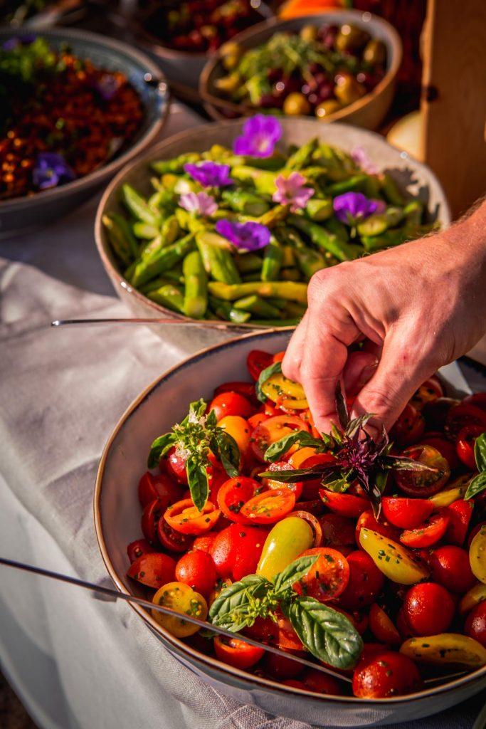 Primörer i alla färger och former - tomater, sparris och rostad majs