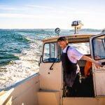 Nya köksmästaren tar båten till jobbet