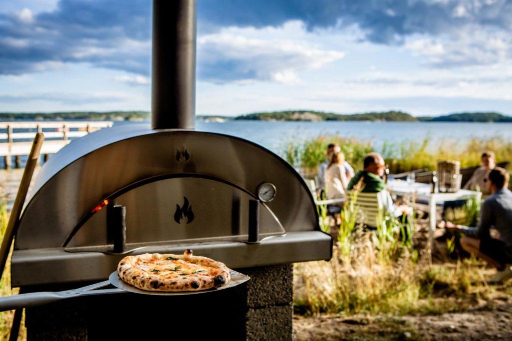 Pizza vid havskanten på Almåsa Havshotell