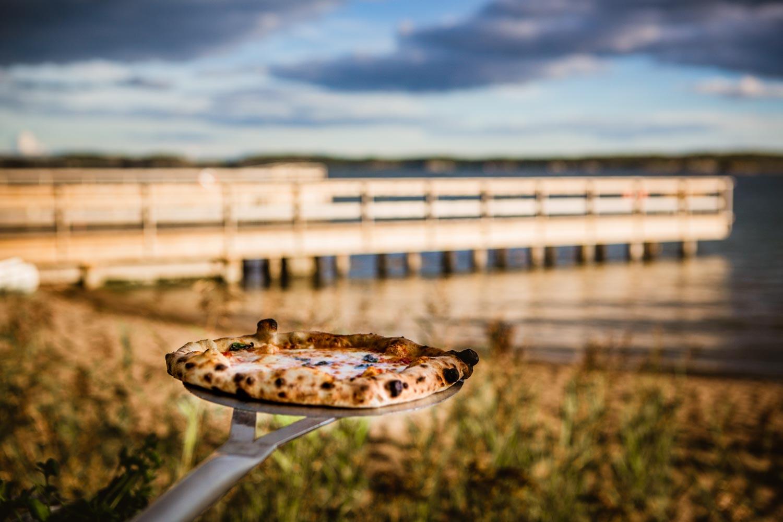 Pizza napoletana vid havskanten