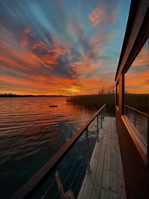 Magisk solnedgång vid havskanten