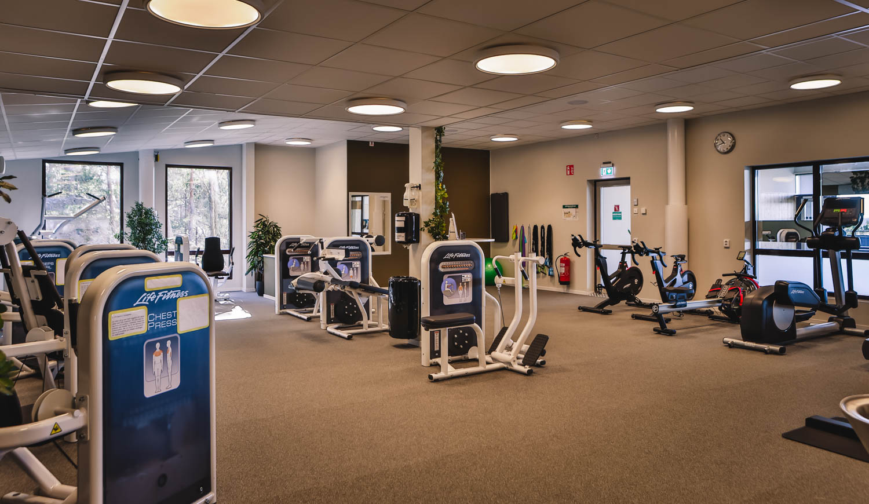 Många träningsredskap i vårt gym