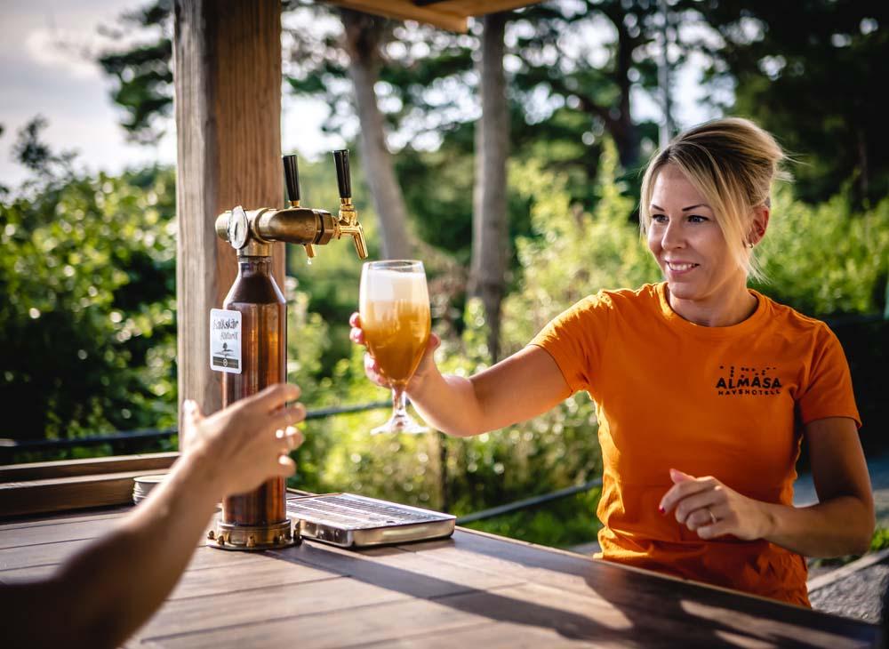 God dryck serveras från vår nya utebar