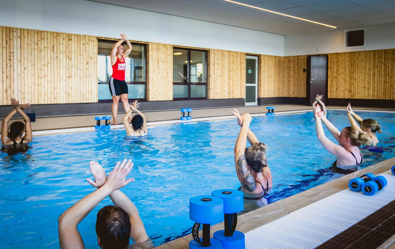 En dag med träning i vårt gym och vattengympa i simbassängen