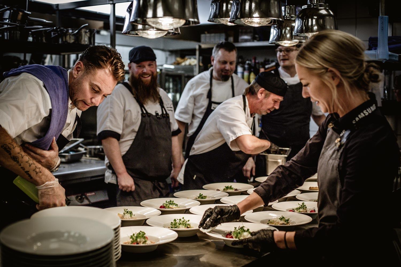 Full fart i köket på Almåsa Havshotell